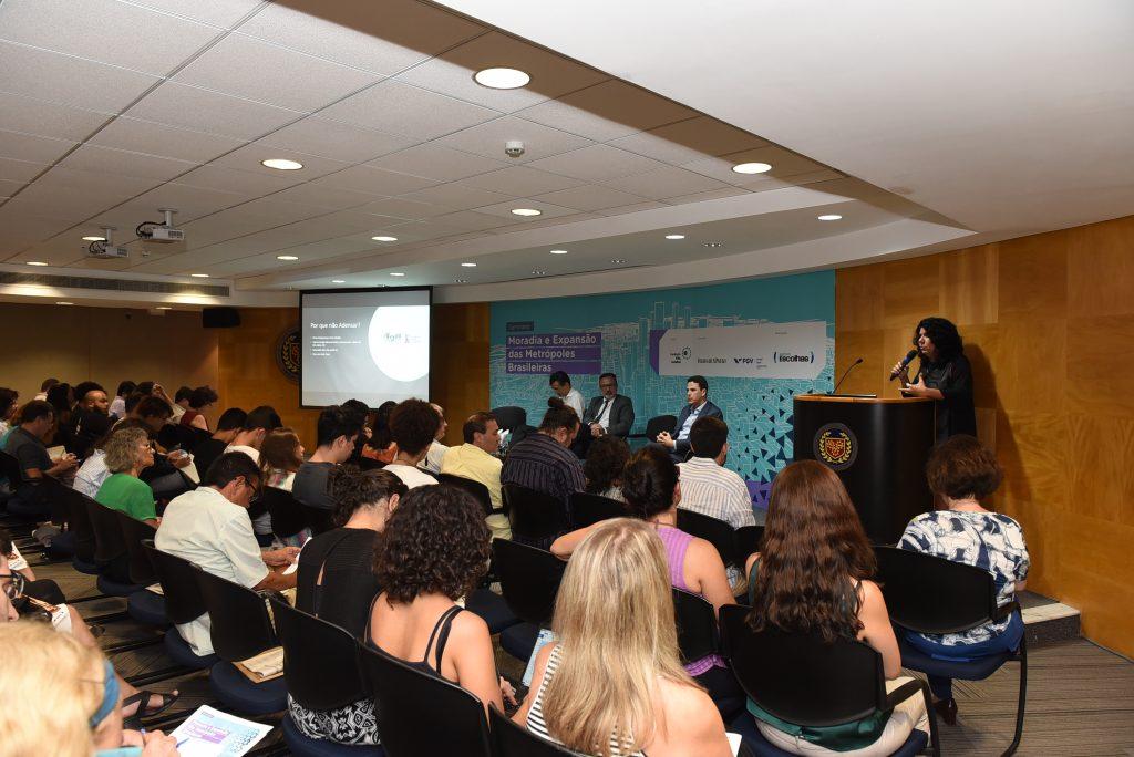 Tatiane Menezes, da UFPE, apresenta dados de Recife sobre adensamento